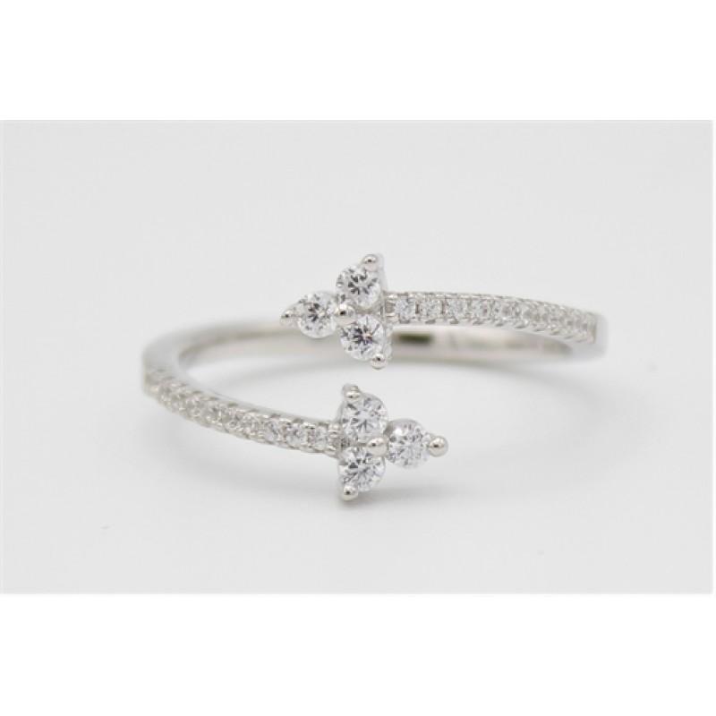 Åben sølv ring med zirkoner, snoet med tre sten