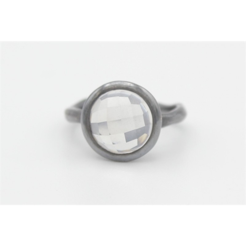 Sort rhodineret ring med milky rock crystal