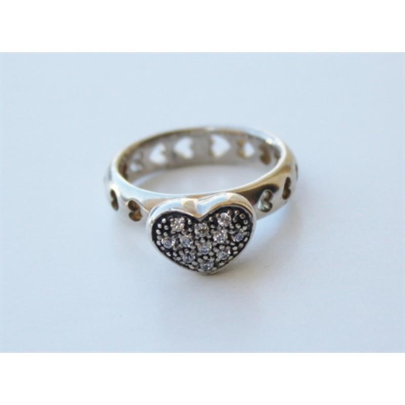 Smuk sølvring med hjerter og zirk.