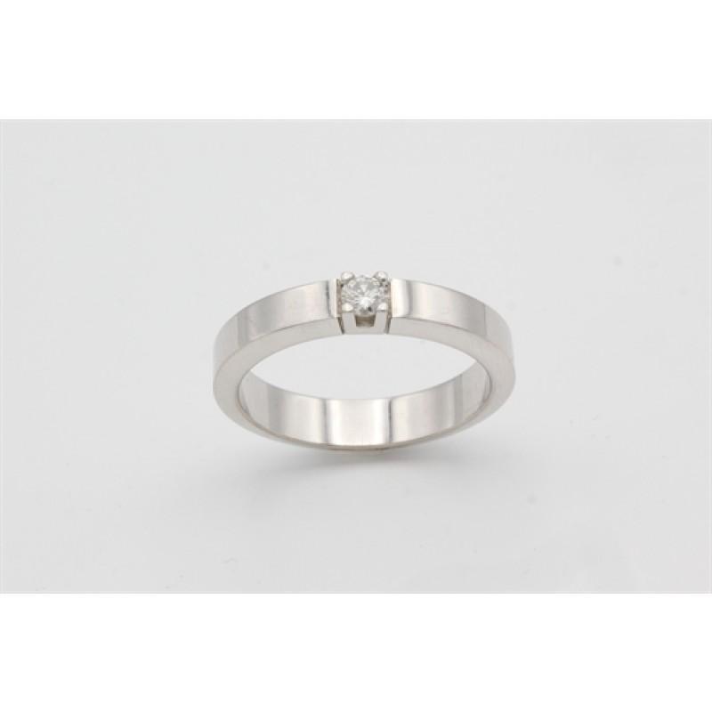 14 kt Hvidguld ring med 0,10 ct brillant