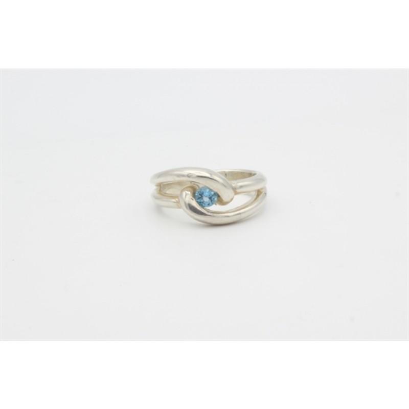 sølv ring med blålig sten