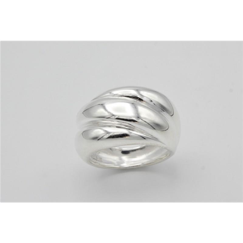 Bred ring i sølv, snoet