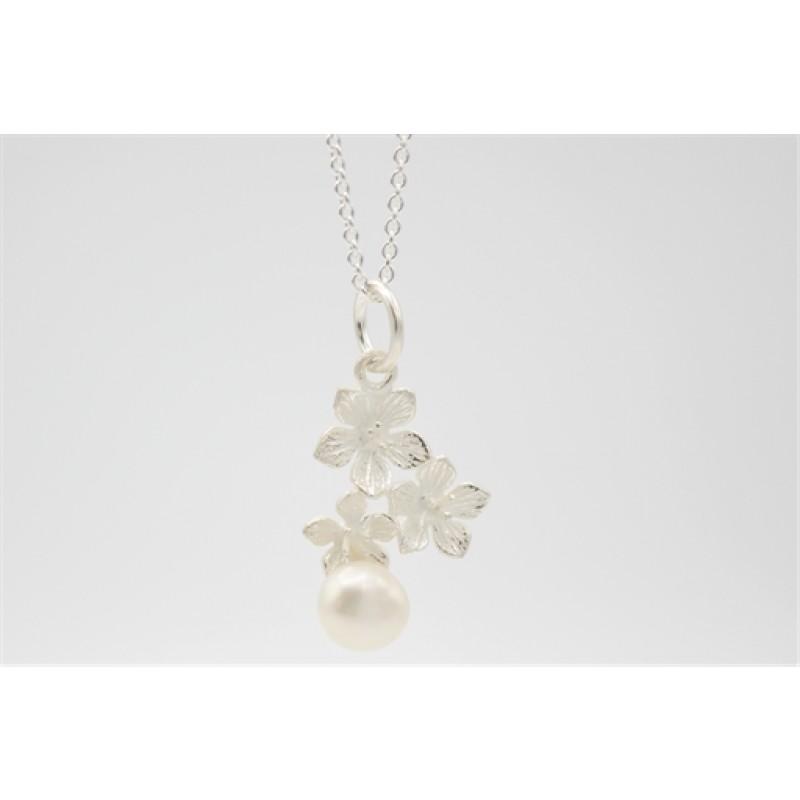 Flower halskæde i sølv m. ferskvandsperle