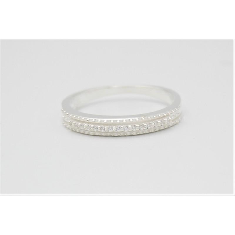 Rillet sølv ring med zirkoner