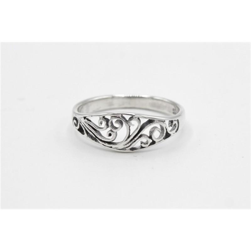 Sølv ring, buet med mønster