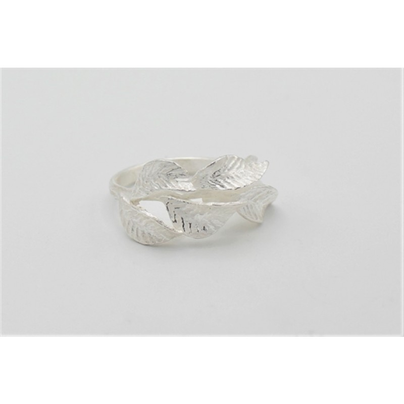 Matteret sølv ring med blade