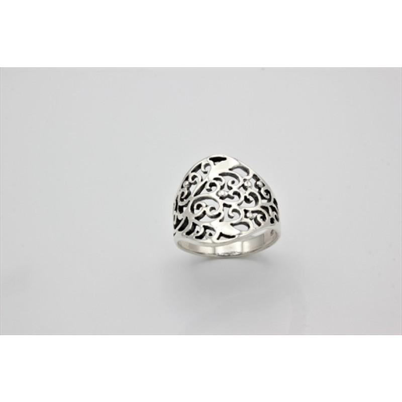 Sølv ring med oxyderet udskæringer