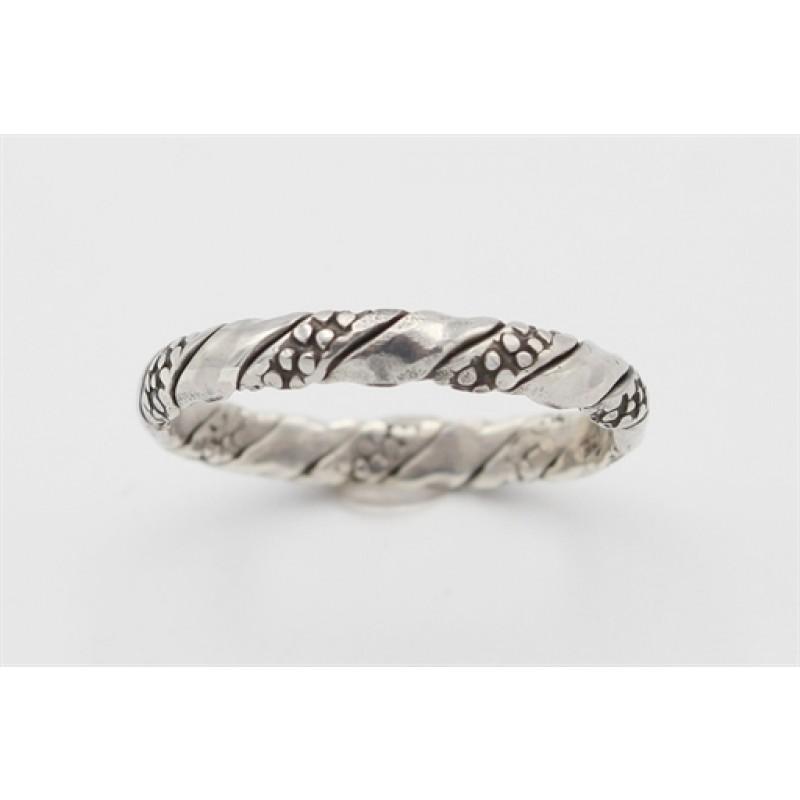 Snoet sølv ring, oxydering