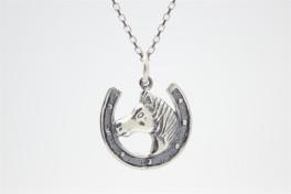 Hestesko med hest, vedhæng i sølv-20